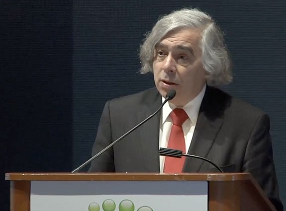 U.S. Energy Secretary Moniz announces the latest funding grants for algae-based energy projects at Biomass 2013.