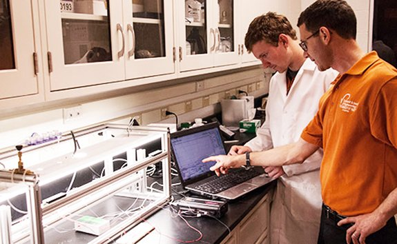 Dr. Berberoglu and Ph.D. student Thomas Murphy grow and evaluate the performance of algal biofilms in special chambers where they can control the environmental inputs.