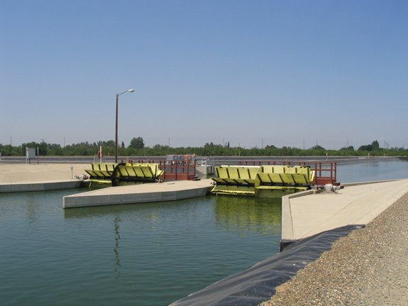 Dual paddle wheels driving the flow in a six-acre raceway pond, one of the largest individual raceway ponds in the world, which Dr. Lundquist helped design.